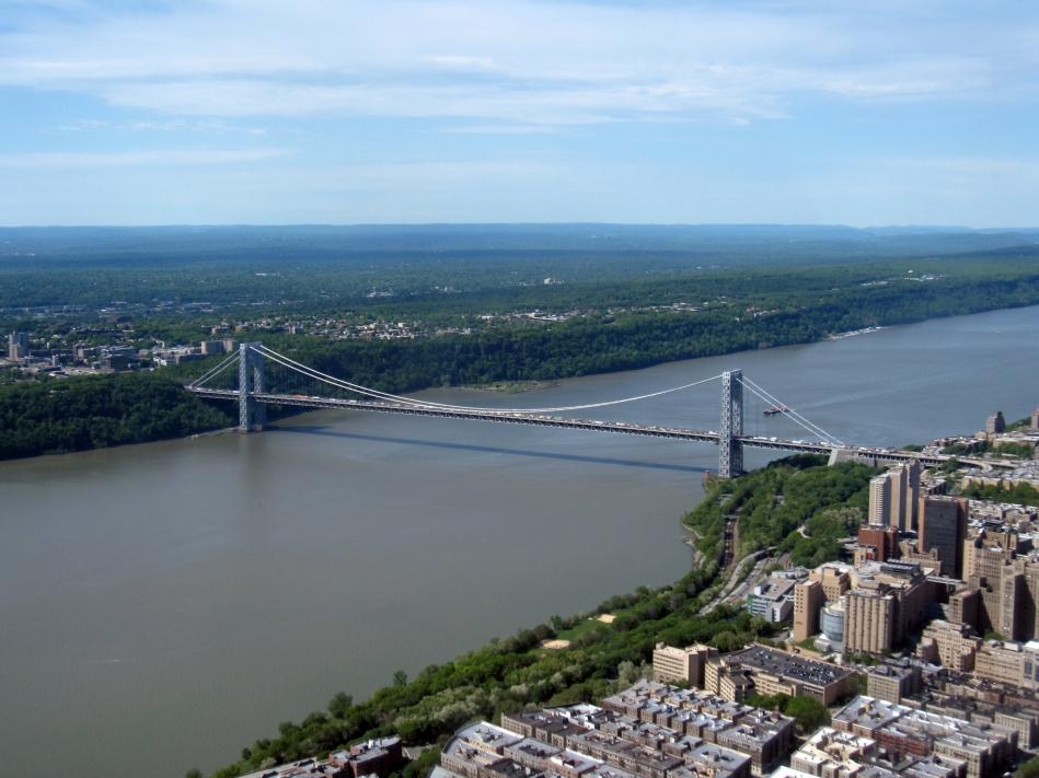 Wikimedia Commons.George Washington Bridge 2010, Gryffindor