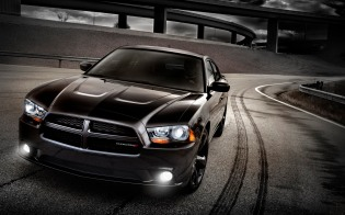 2013-Dodge-Charger-front-three-quarter